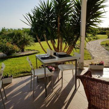 Bed and Breakfast Colle Selvotta Vasto - La colazione in giardino